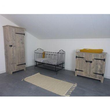 babykamer met steigerhout